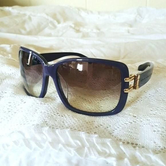 Marc by Marc Jacobs Sunglasses Purple Gold. Free shipping and guaranteed authenticity on Marc by Marc Jacobs Sunglasses Purple Gold at Tradesy. Marc by Marc Jacobs Sunglasses 59 15 Beautiful de...