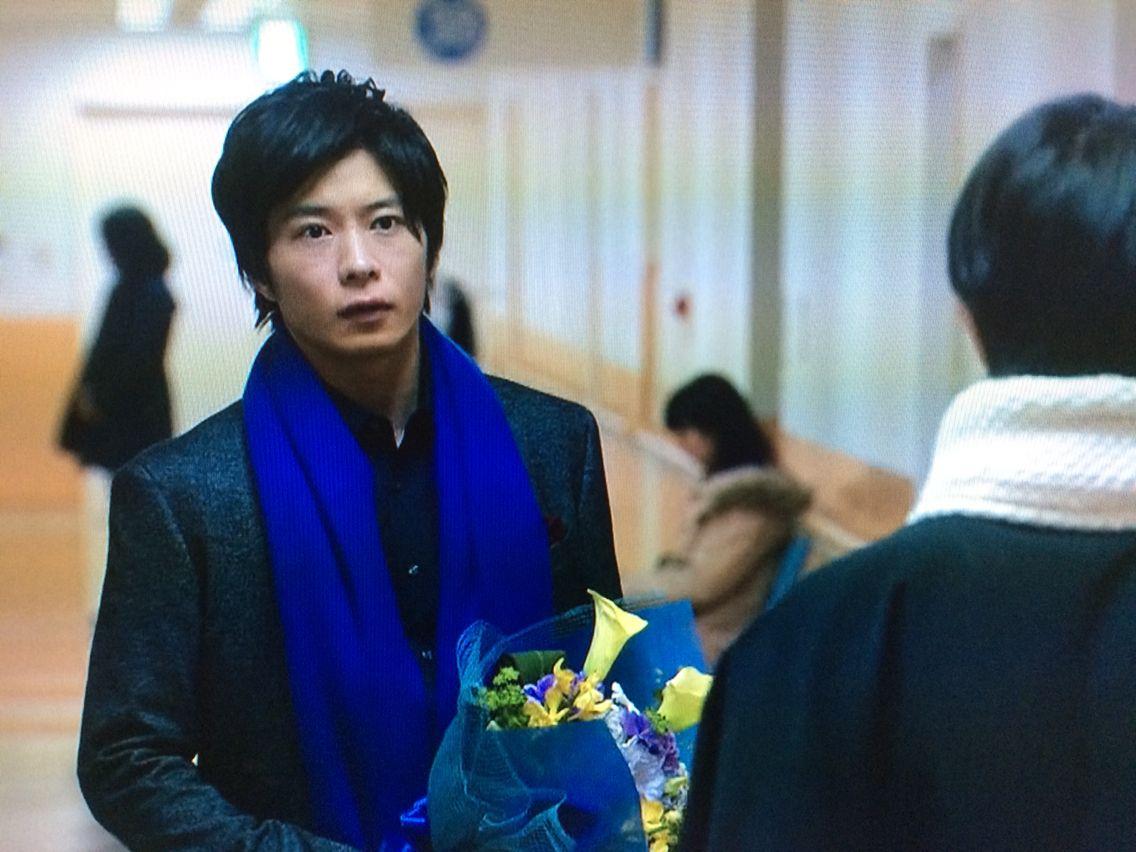 花を持った田中圭 大人の色気