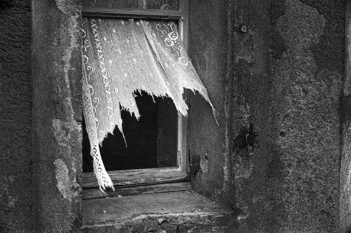 Sei la finestra a volte verso cui indirizzo parole di notte, quando mi splende il cuore. Alda Merini  ph. Marcel Imsand