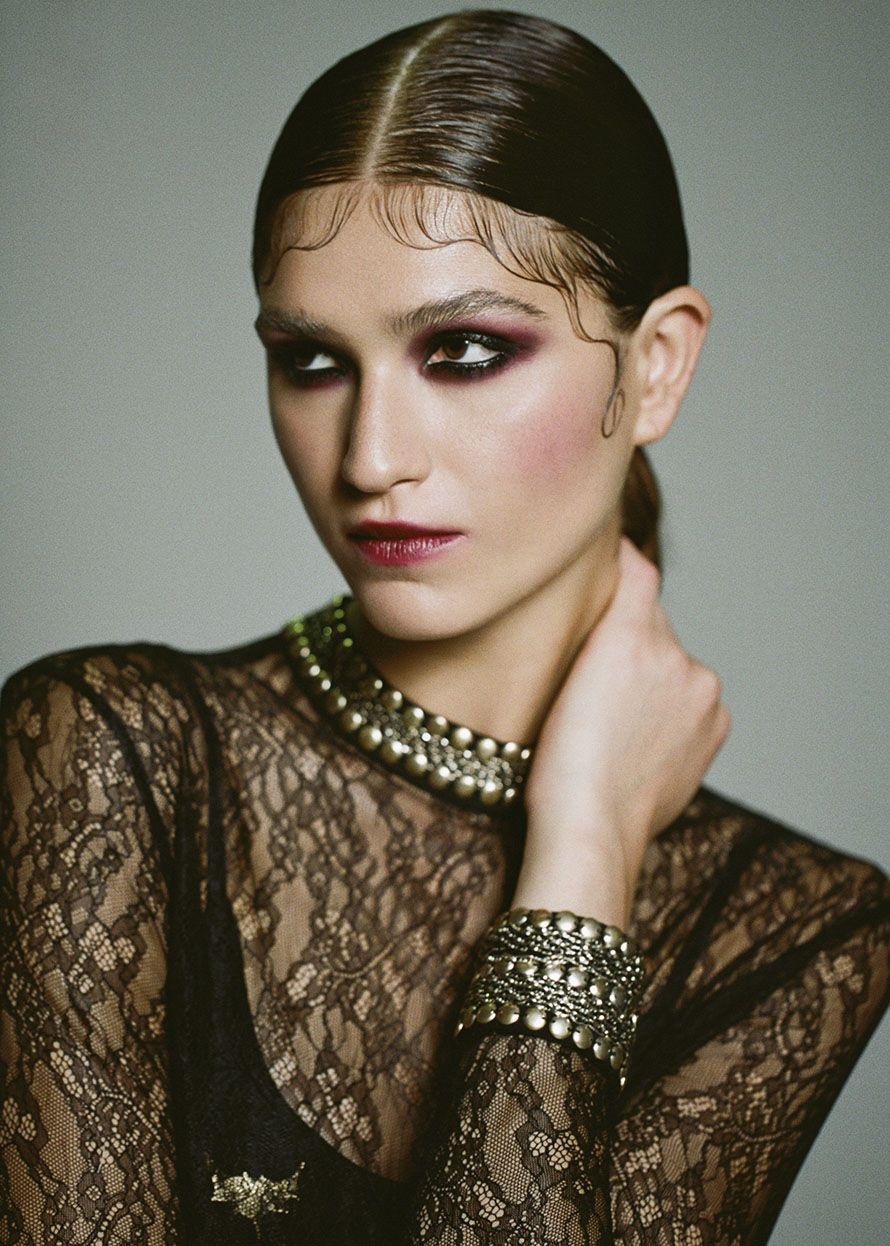 Add a romantic touch to a gothic look this Halloween with