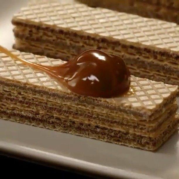 #오마리뉴스 #marienews  다음 주로 성큼 다가온 #밸런타인데이. 이번엔 어떤 초콜릿을 준비해야 할까 아직 고민중이라면 이 영상을 따라해보세요 웨하스 위에 중탕으로 녹인 #카라멜 과 #초콜릿 을 덮아주면! 작은 정성을 더했을 뿐인데 먹음직스러운 비주얼이 탄생! 금손이 아니어도 도전해 볼 수 있어요. editor/LAR #Repost @tastemadeuk  via MARIE CLAIRE KOREA MAGAZINE OFFICIAL INSTAGRAM - Celebrity  Fashion  Haute Couture  Advertising  Culture  Beauty  Editorial Photography  Magazine Covers  Supermodels  Runway Models