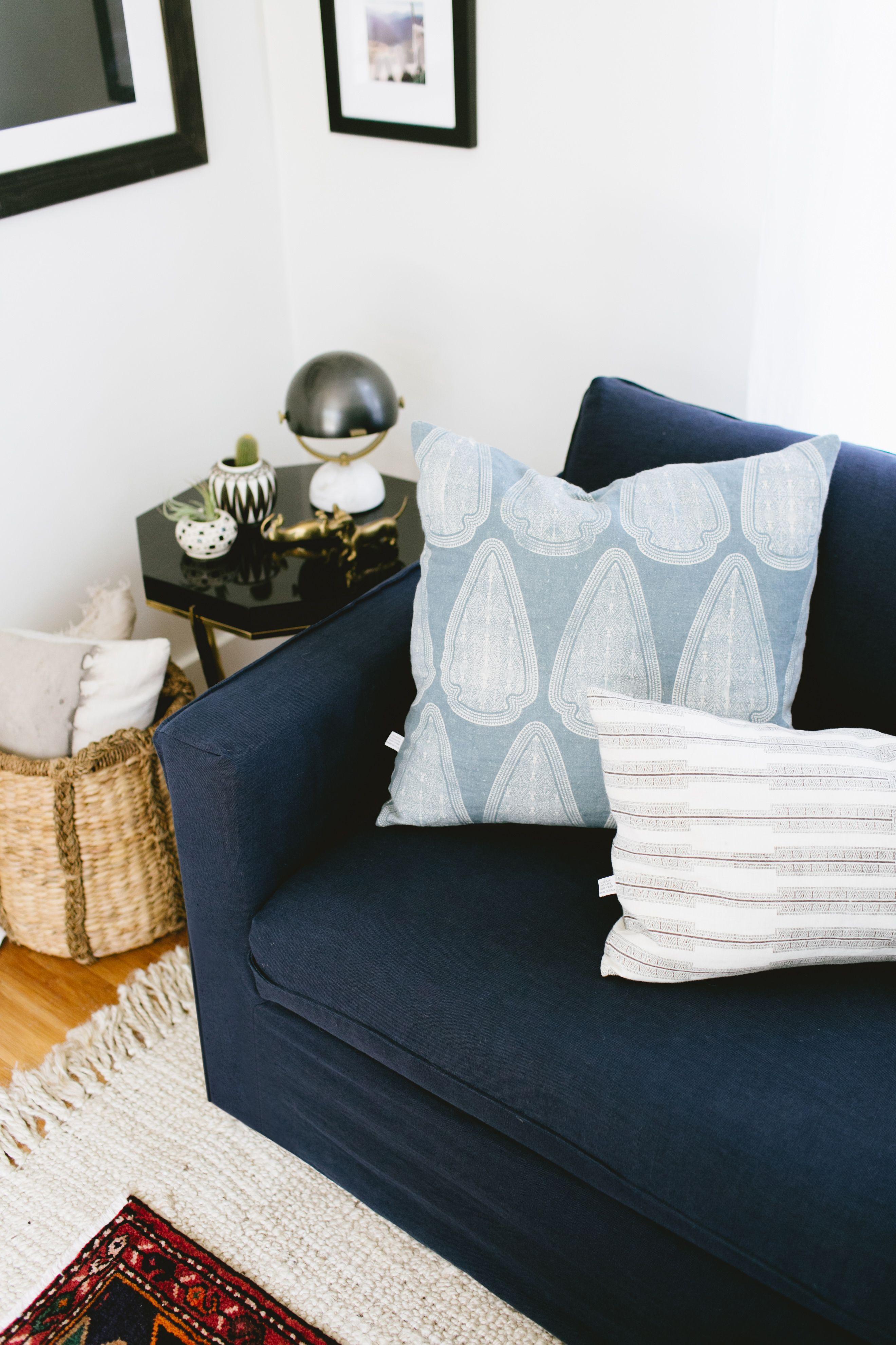 Jojotastic updated her tiny bungalow with an IKEA Karlstad sofa