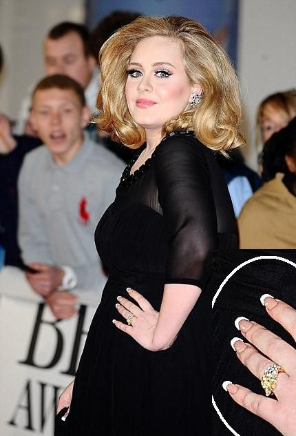 Adele Showed Up To The Brit Awards Wearing A Gorgeous Yellow Diamond Ring On Her Ring Finger From Boyfriend Simon Konecki Now Britische Inseln Britisch London