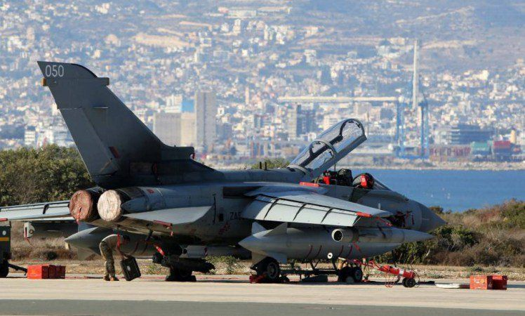 Four boats with at least 140 migrants land at RAF base  http://trib.al/E1HqDbx