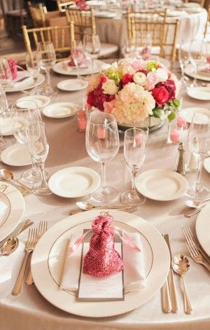 I like this colors of the linens, not this actual centerpiece of flowers tho
