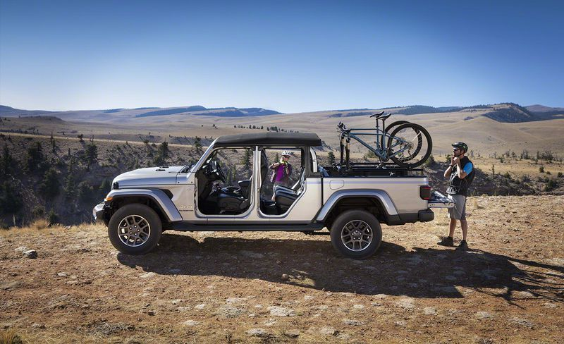 2020 Jeep Gladiator Jt Pickup Scrambles To The Front Of The Mid Size Pack Jeep Gladiator Jeep Fuel Economy