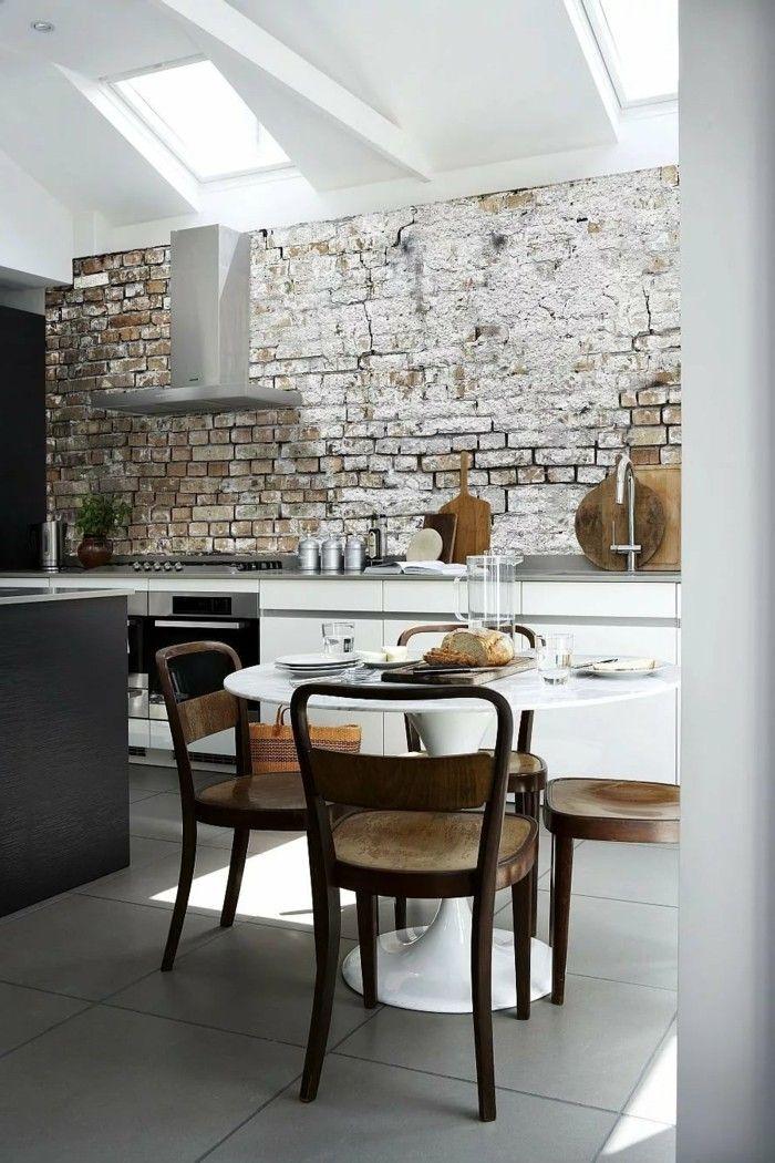 wohnideen küche backsteinwand optik und große bodenfliesen Küche