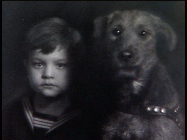 akubizone:  coldnoses:  fuckyeahdogs:erikanize:  little Orson Welles and his dog!
