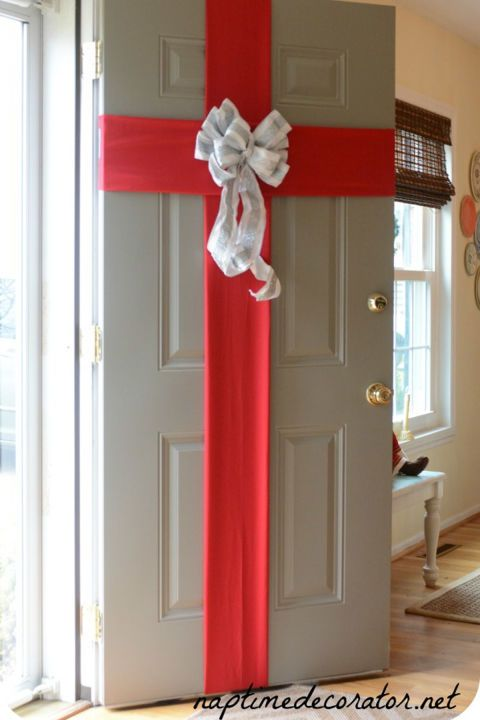 15 Gorgeous Christmas Door Decorations Your House Needs