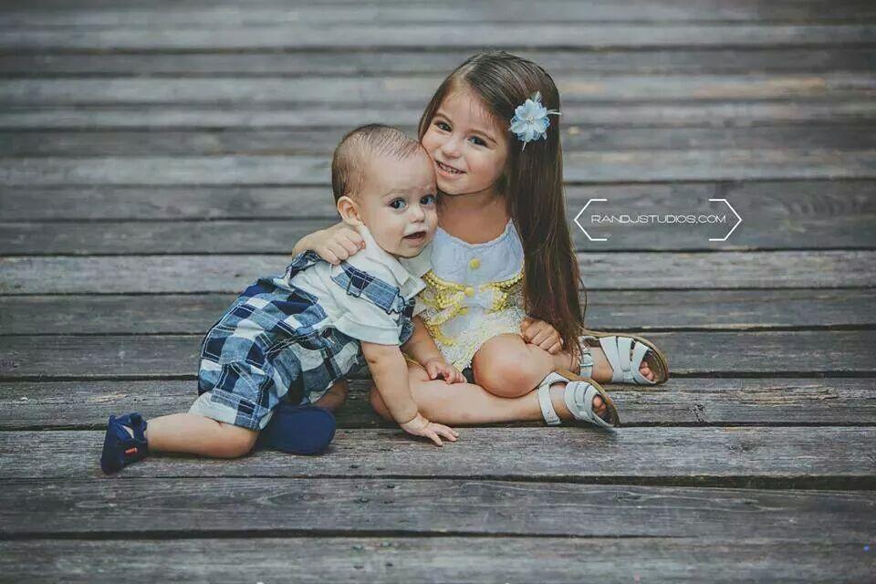 Sibling pose/ sibling photography