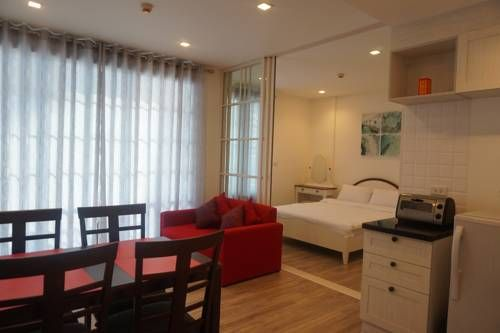 Summer Hua-Hin by Sansiri Ban Khao Takiap Located in Ban Khao Takiap, this air-conditioned apartment is 5 km from Hua Hin. The property is 30 km from Cha Am and free private parking is offered. Free WiFi is provided .  The kitchenette is fitted with a microwave and a fridge.