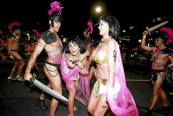 Human Caesar Salad ... Sydney Mardi Gras parade photos. Body painting by TMT