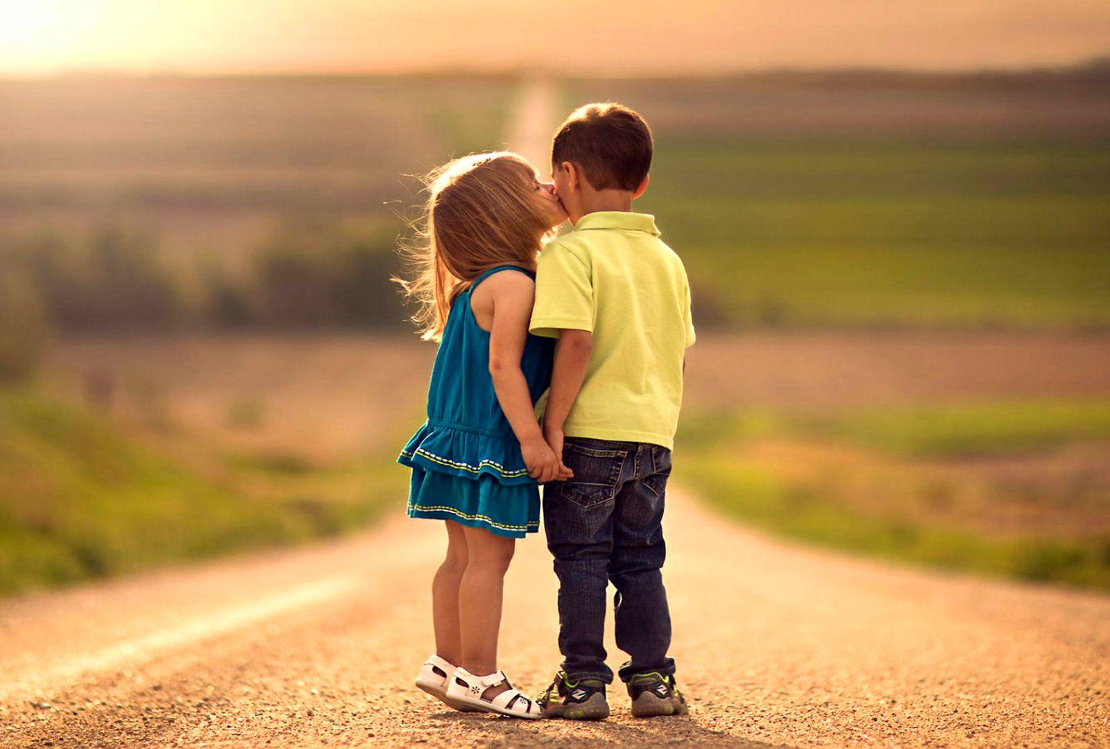 Cute Girl First Kiss Boy HD Little Couple Wallpaper