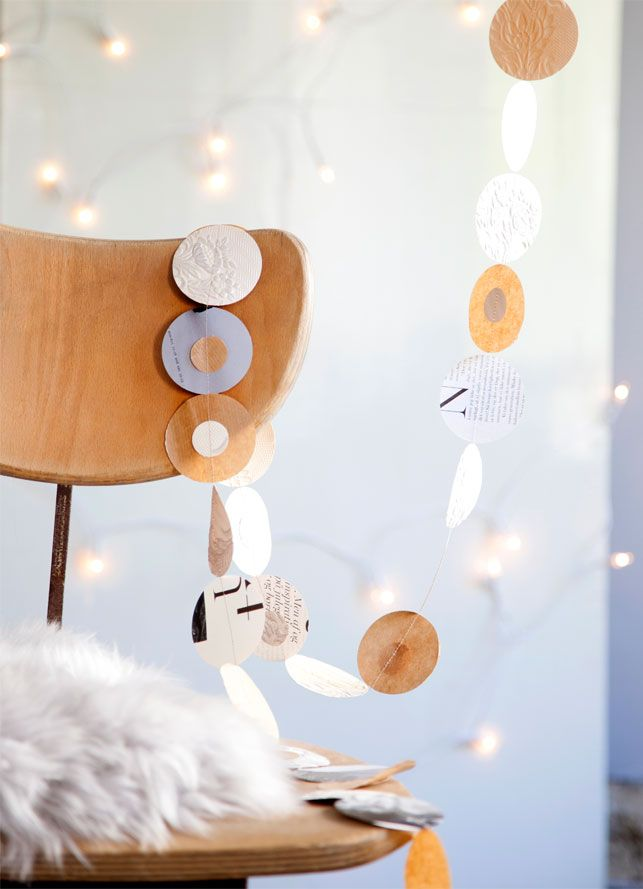 Budgettet kan være stramt op til jul, så lad være med at bruge en formue på kugler, nisser og glitterstads. Kig i stedet i skufferne, og brug, hvad du har til at lave den fineste pynt.