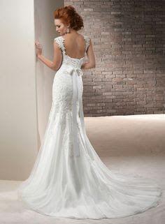 I love open backed dresses and corsets! LOLO Moda: Pretty wedding dresses 2013