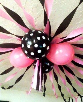 Linda decoración con golobos para tu fiesta de Minnie Mouse.                                                                                                                                                                                 Más