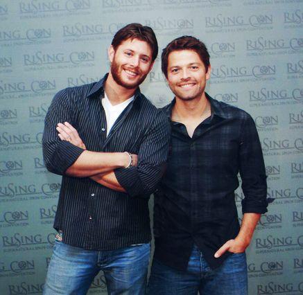 Mhmmm Misha in tight pants... *le sigh* | Jensen and misha ...