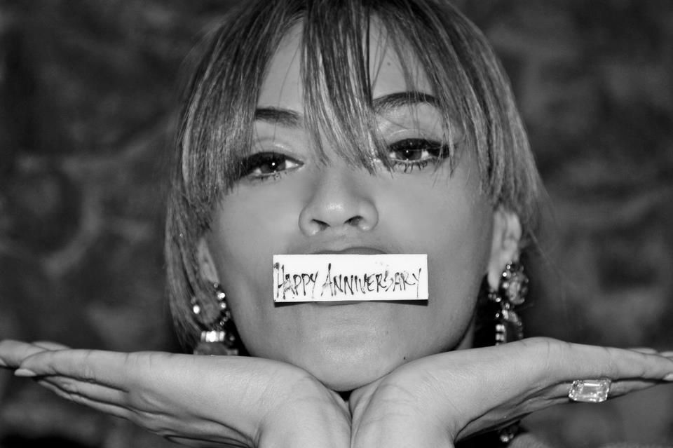 Aw, how sweet is Beyonce in this picture? Congrats on your anniversary and the new Tumblr! http://beyonce.tumblr.com/ #Celeb #Couple
