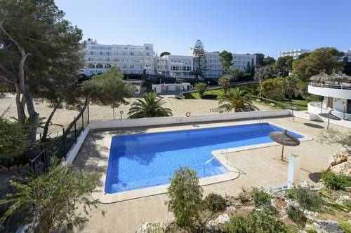 Villa Cati Cala D�Or Villa Cati is a villa with free WiFi, situated in Cala d?Or. It provides free private parking.  Other facilities at Villa Cati include a year-round outdoor pool.  El Arenal is 44 km from Villa Cati, while Playa de Palma is 46 km from the property.