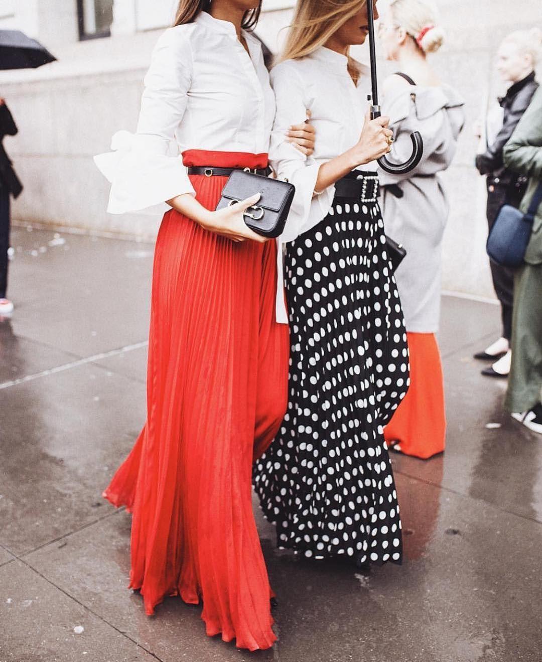 0bb109581 Falda plisada y camisa blanca, el combo perfecto❤️ Total look ...