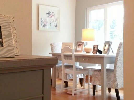 Dining room highlight wall in Sherwin Williams mindful grey