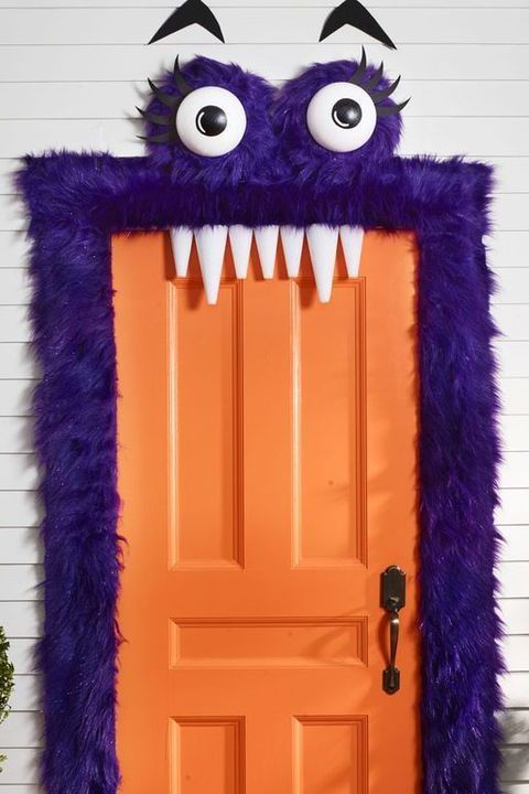 34 Best Halloween Door Decorations You Can DIY in No Time #halloweendoordecorations