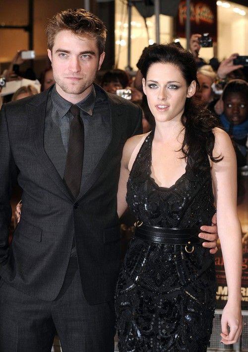 Robert Pattinson Gave Kristen Stewart An Engagement Ring Shows