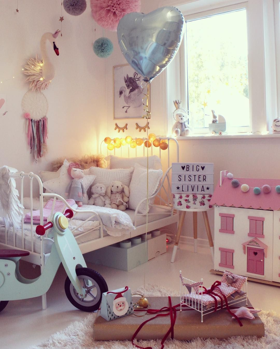 Sweet Pink Girly Bedroom With Amazing Accessories Bed