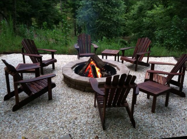 Charmant Fire Pit With Adirondack Chairs