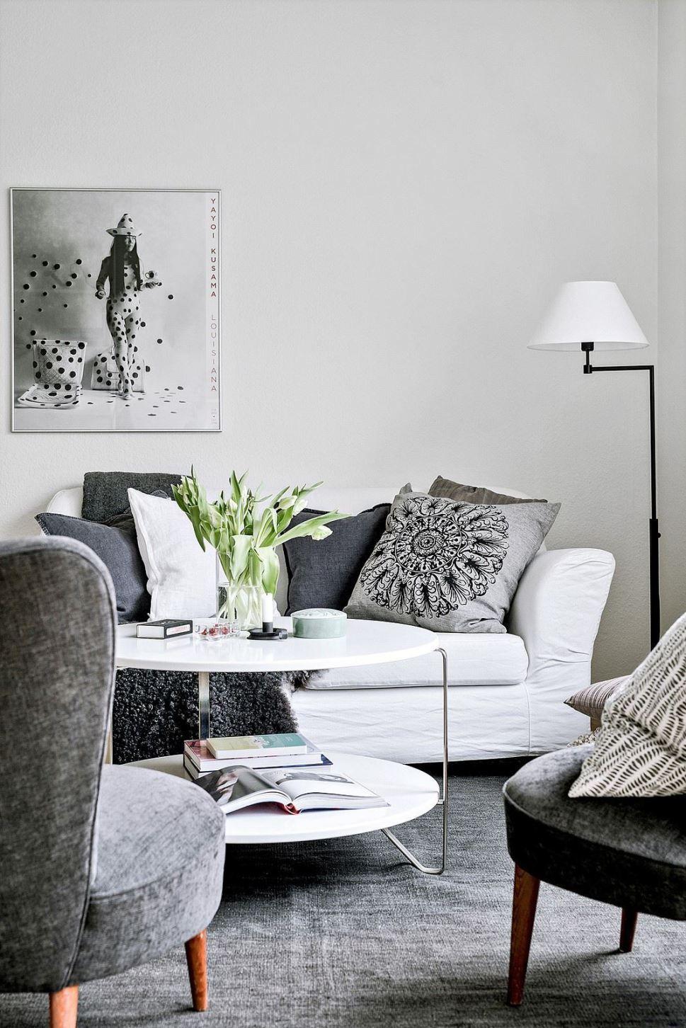 Un Studio Tout De Blanc Vetu With Images Small Living Room