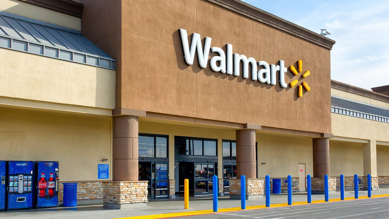 Police Officers Respond To Shoplifting At Walmart Help Thief Buy
