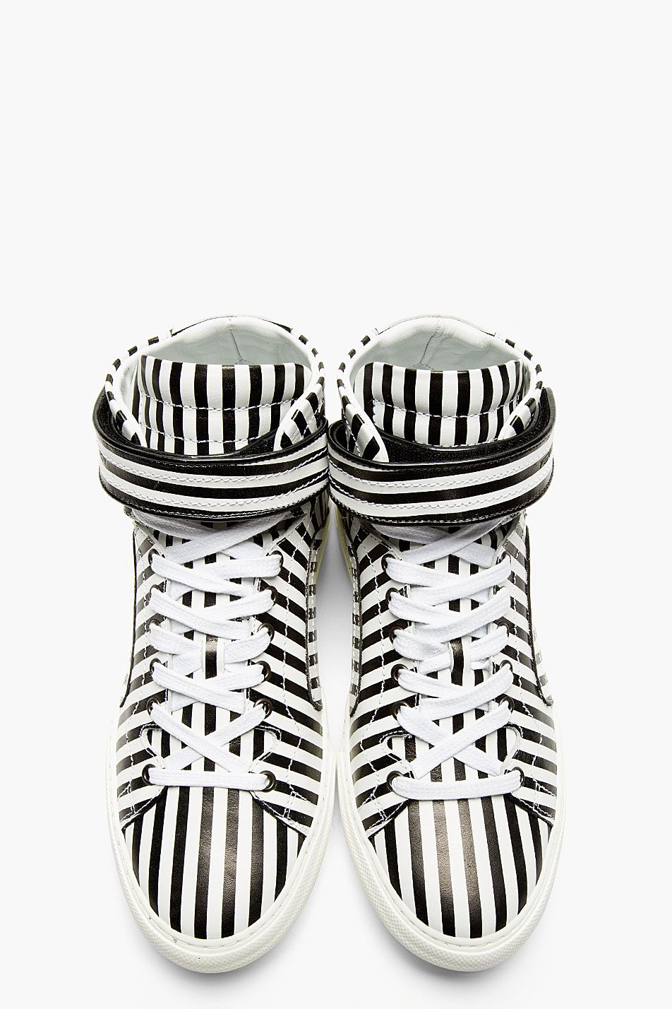 White stripes on black or black stripes