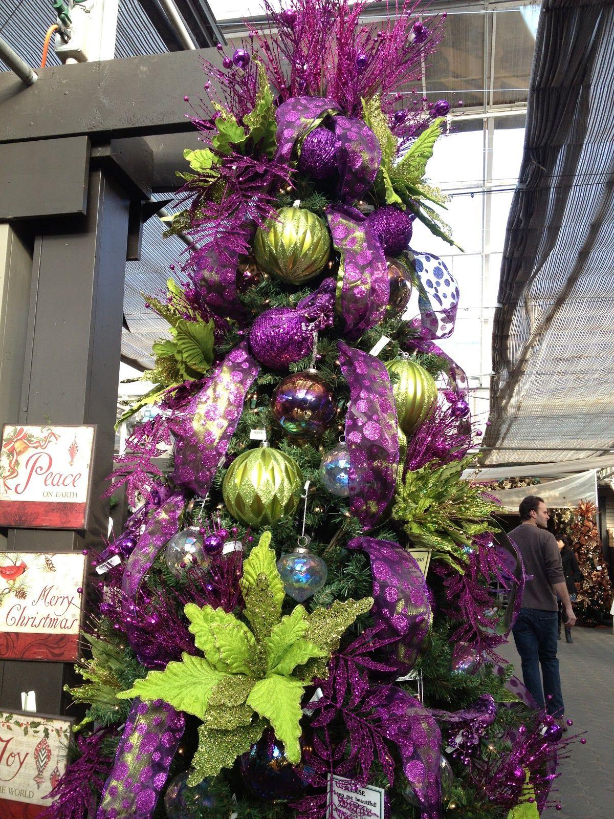 Purple green christmas tree navidad decoracion navidad for Decoracion christmas navidenos