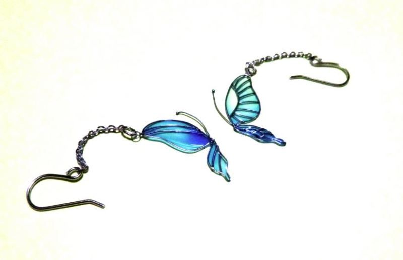 蝶ピアス「ディップアート」|おじさんのようせつ細工