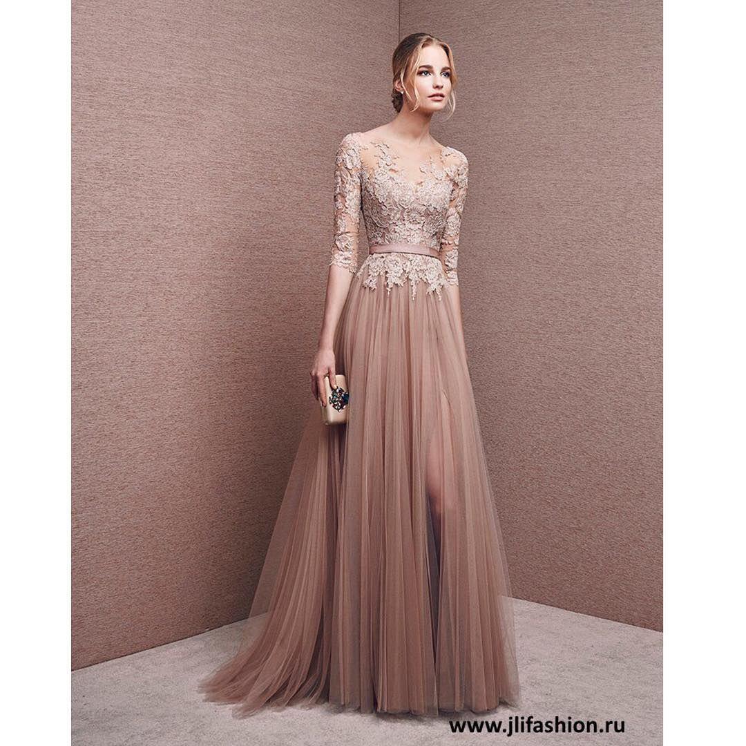 6d486116b5c PRONOVIAS — МОДЕЛЬ 6614 Неповторимое вечернее платье в пол с закрытым  прямым вырезом декольте и рукавами длиной три четверти.