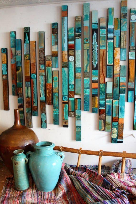 Farbliebhaber Türkis blau Native moderne rustikale strukturierte Holz Skulptur große Metall Relief Collagen Südwesten Stammes Himmelstein ethnische Totems