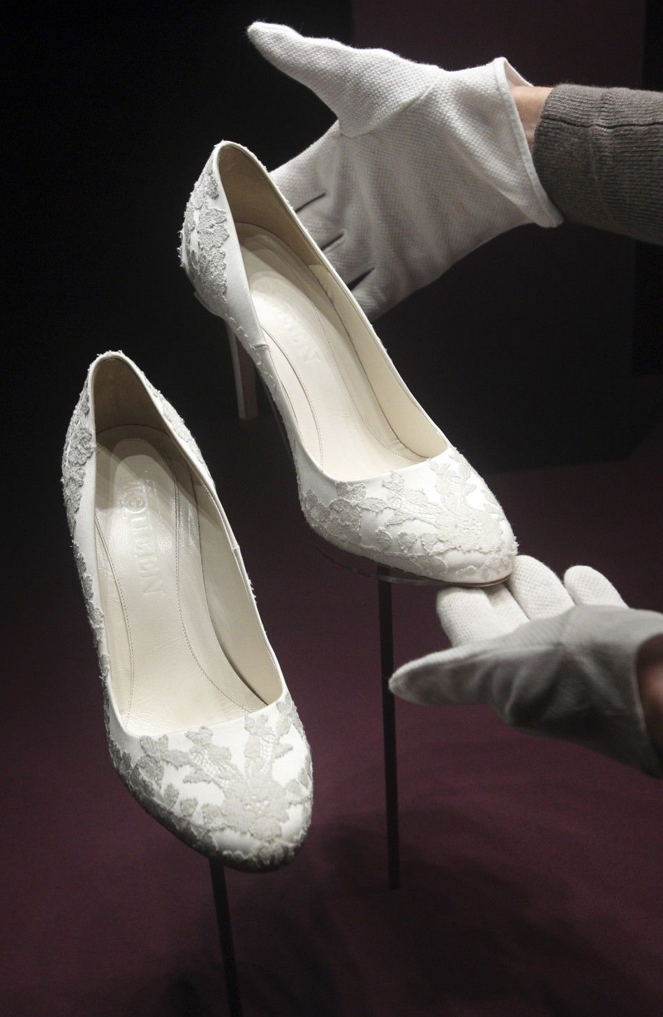 shoes that went with kate s wedding dress kate middleton wedding dress kate middleton wedding kate wedding dress kate middleton wedding dress kate