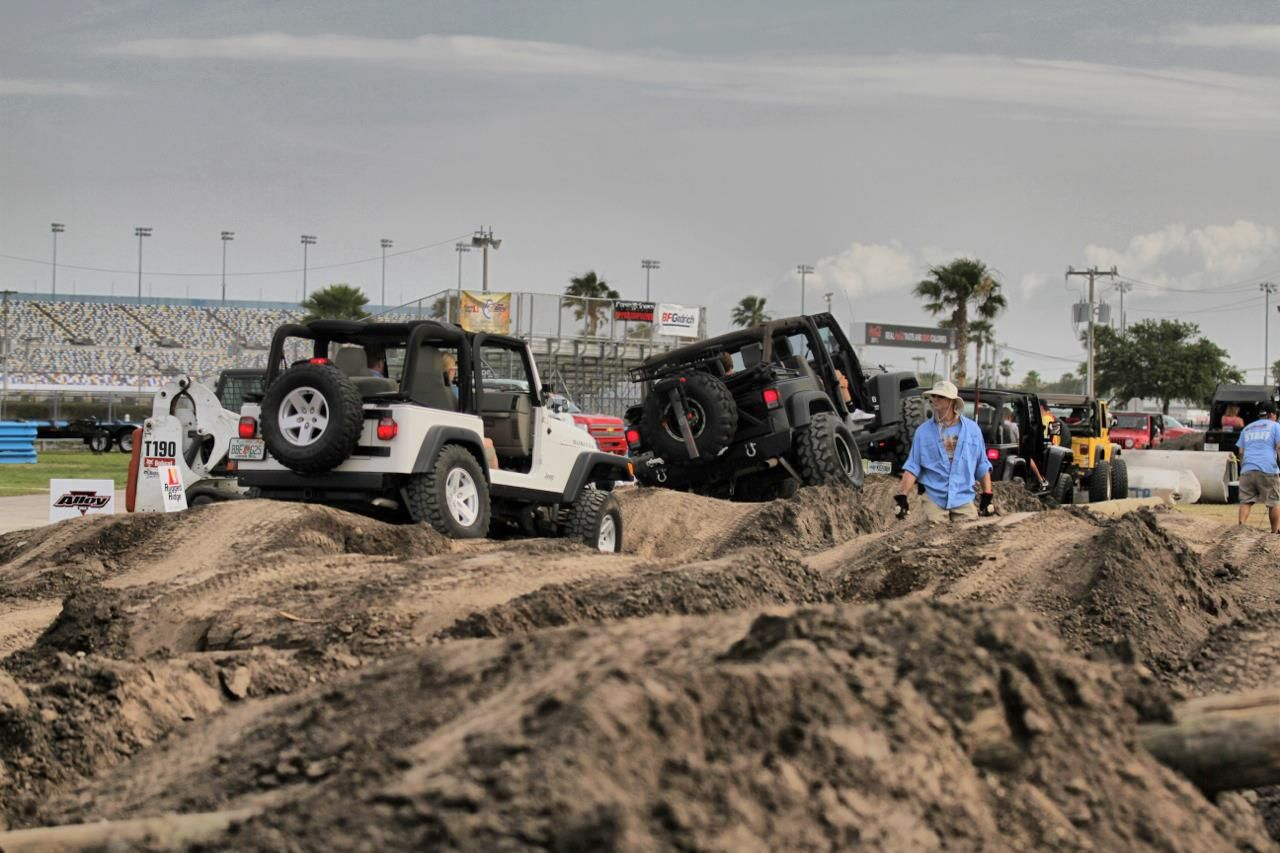Jeeps Off Roading On The Obstacle Course At Jeep Beach Http Www