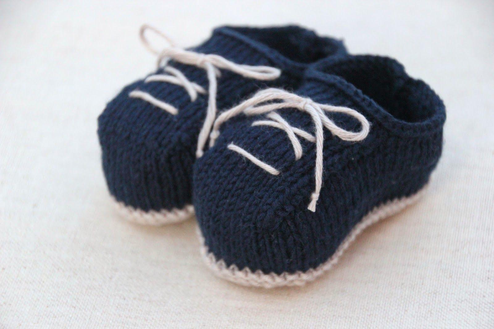 Encontraras diversas prendas para bebés. DIY como hacer patucos de lana dos  agujas (patrón patucos gratis) Zapatitos De Bebé 2e7319ccbcd