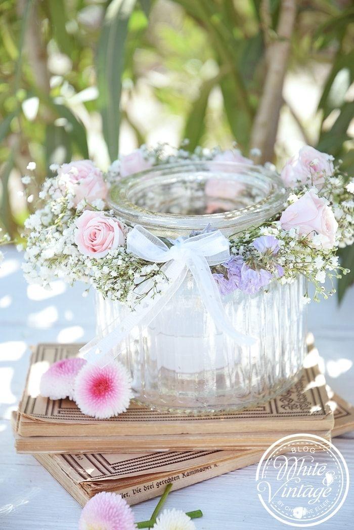 DIY – Windlicht mit Blumenkranz – romantische Tischdekoration, Hochzeitsdeko