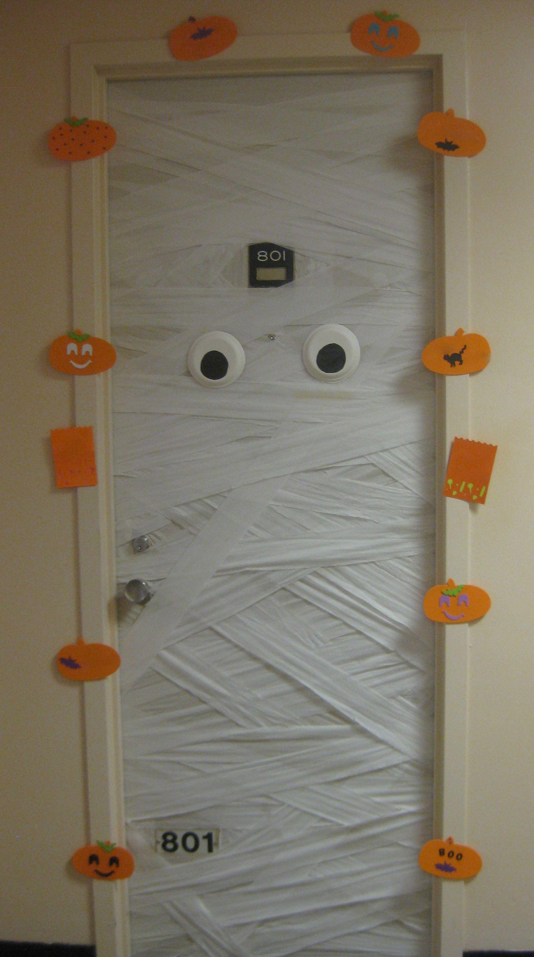 Halloween Door Decoration @Megan Ward Oki Volkers - this one is fun - door decoration halloween