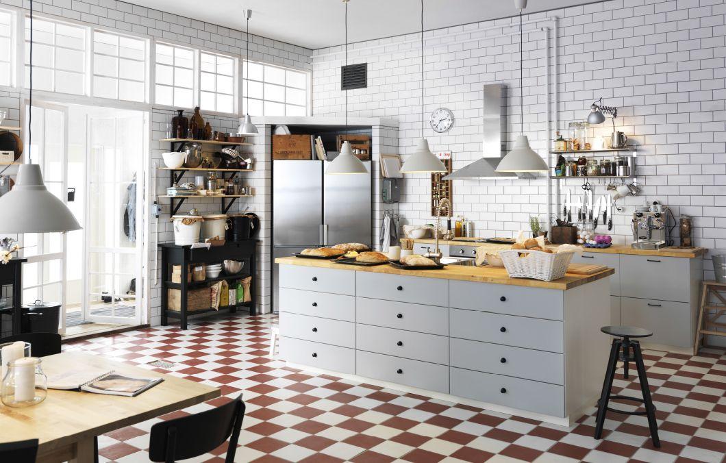 Una delle nostre cucine IKEA preferite: le piastrelle bianche e il ...