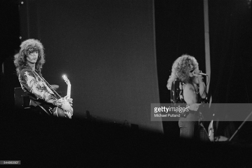 Foto di attualità : Jimmy Page and Robert Plant performing with...