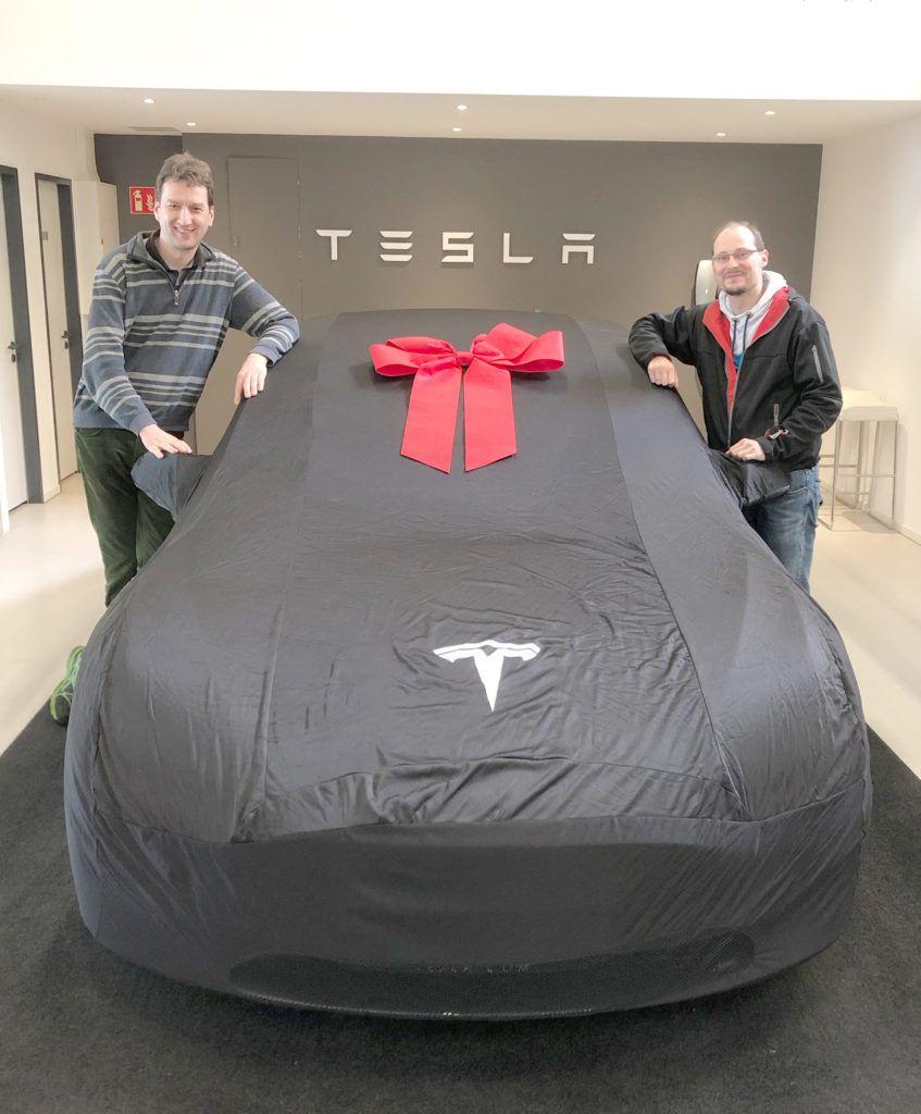 Germany S Top Car Rental Company Buys 100 Tesla Model 3 Evs Tesla Model 3s Car Rental Company Tesla Model