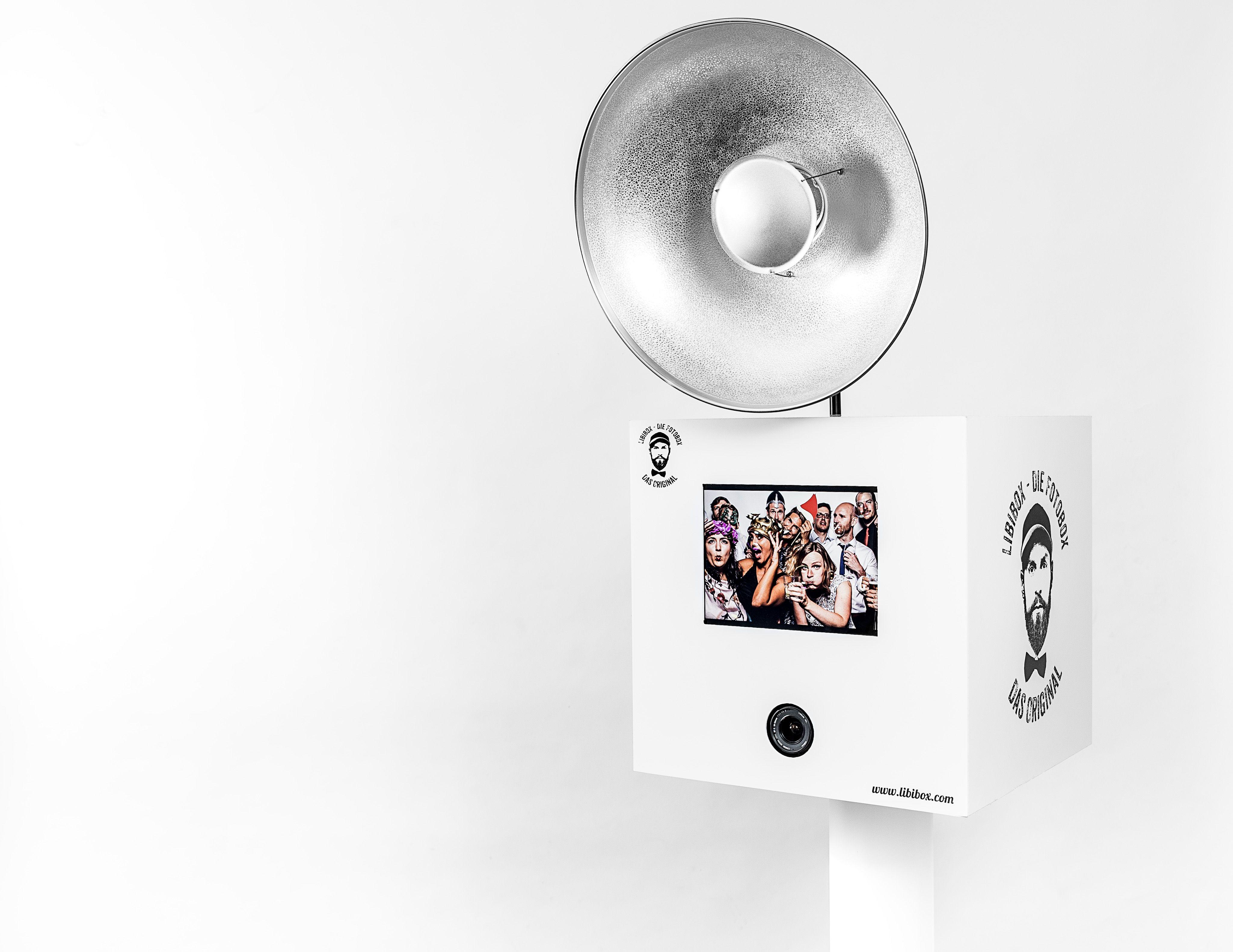 Bei Einer Buchung Der Libibox Fotobox Fur Eure Hochzeit Im Raum Koln Liefern Wir Euch Einen Neutralen Hintergrund Brei Fotobox Hochzeit Fotobox Fotobox Mieten