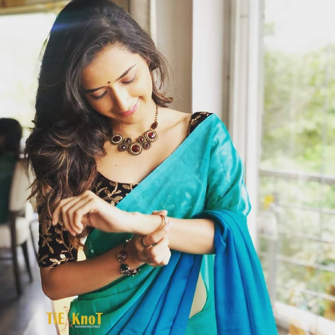 Pin By Harsha Reddy On Saree Elegant Girl Beautiful Indian Actress Saree Photoshoot Hello fam.is video me mene dikhaya best girls poses in saree for photo shoot. pinterest