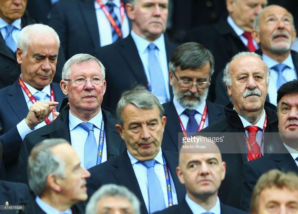 Former Manchester United Manager Sir Alex Ferguson Looks On With Sir Alex Ferguson Manchester United Bbc World News