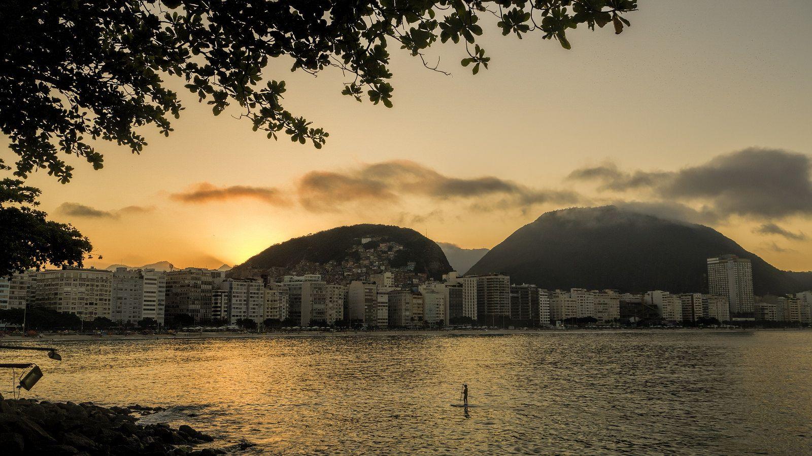 https://flic.kr/p/uySS9B   Um maravilhoso pôr-do-sol... Copacabana, Rio de Janeiro, Brasil.   A wonderful sunset at Copacabana...  Rio de Janeiro, Brazil. Have a great day! :-D  <u><i>To direct contact me / Para me contactar diretamente:</i> </u><b>lmsmartinsx@yahoo.com.br</b>