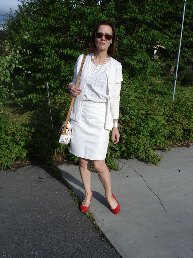 White not for the bride over 40 High Latitude Style