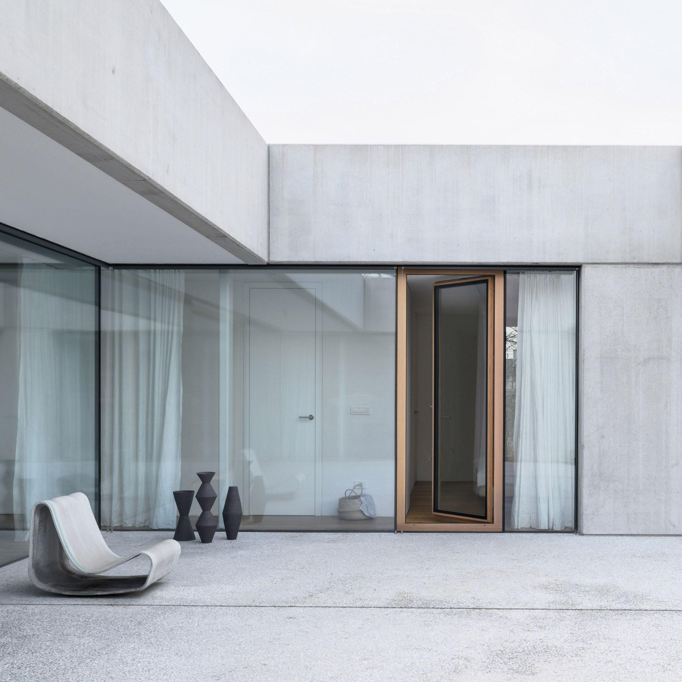 Concrete Home In Slovenia Combines Living Spaces With A Ceramics Studio In 2020 Concrete Design Wall Exterior Concrete House